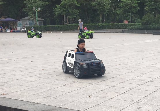 kid police car